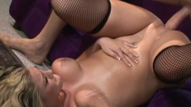 Blonde Whippersnapper Bailey Will Get Her Mouth Drilled