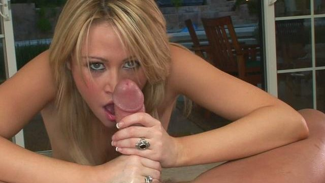 Sensual Sindee Jennings Licks This Giant Tool And Sucks It