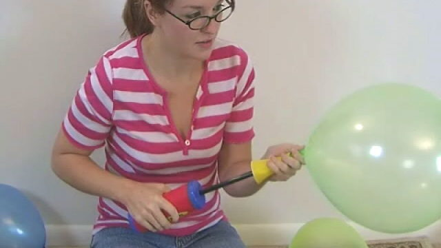 Harmless Trying Newbie Teen Babe Heidi Taking Part In With Balloons