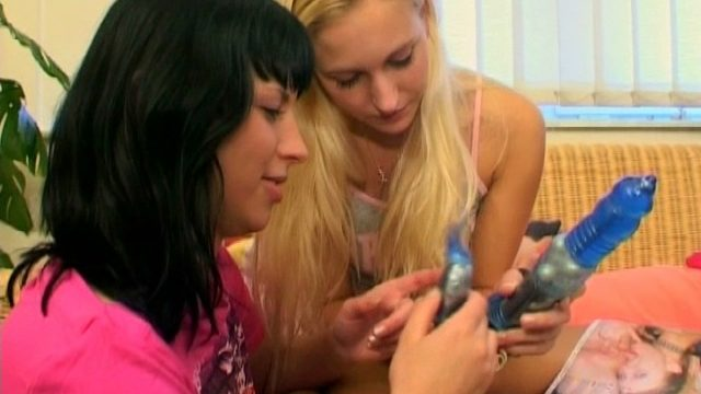 Teenage Chicks Lesbo Hookup Practice
