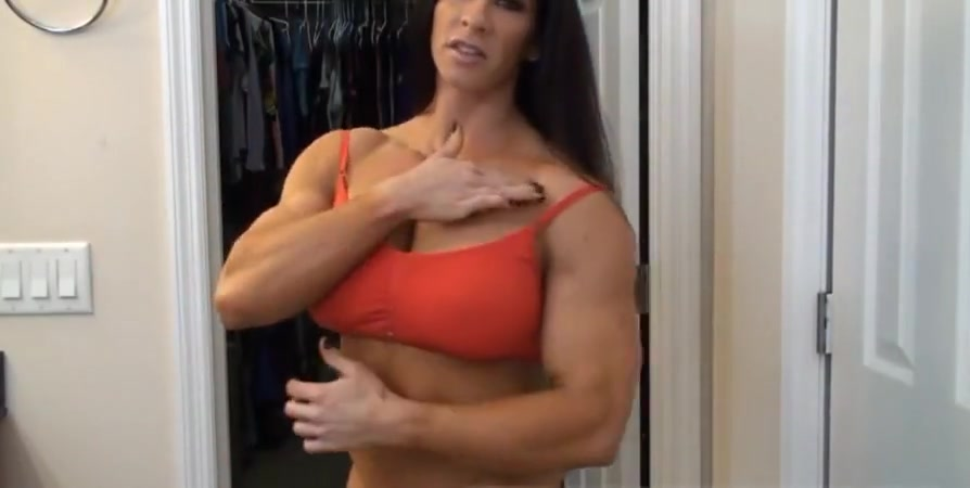Muscle Damsel Makes Use Of Fuckfest Fucktoys