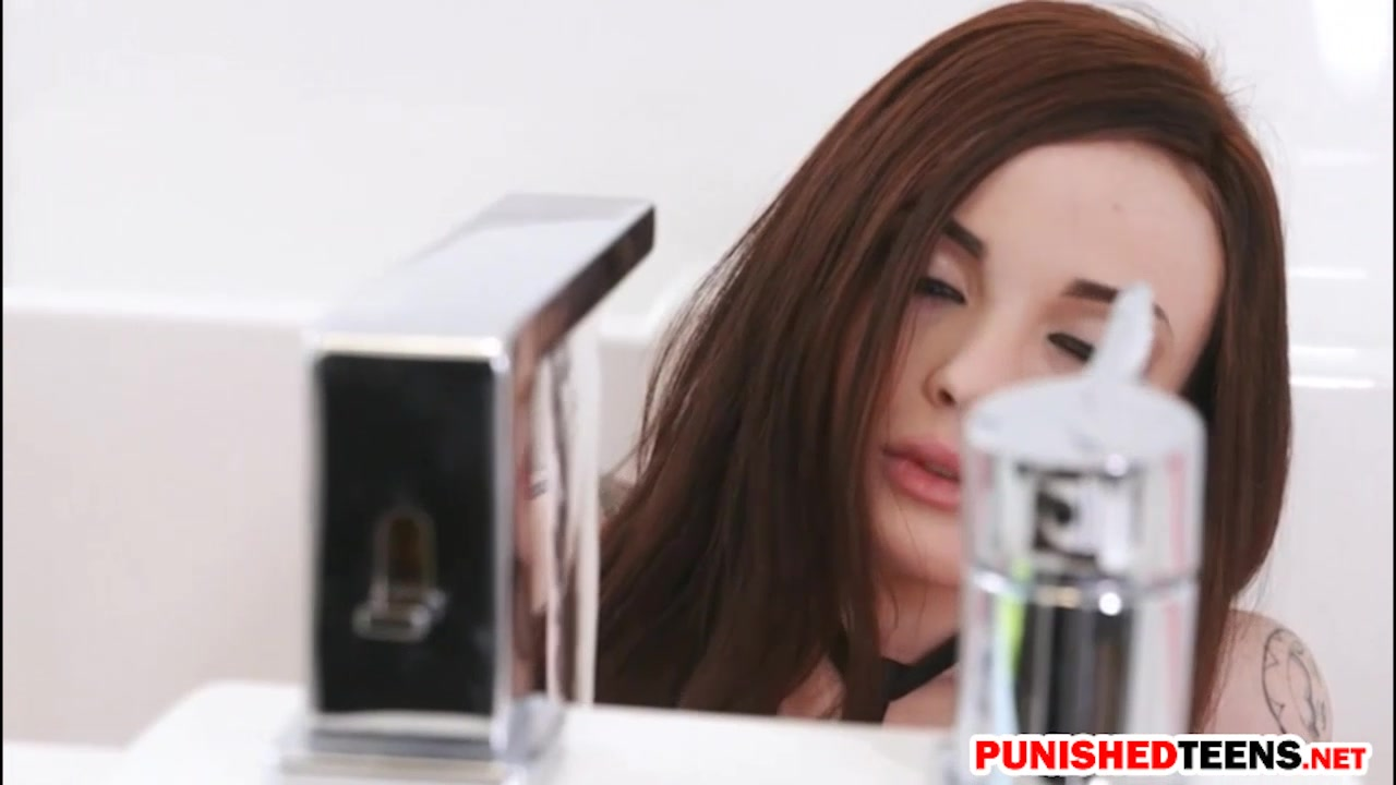 Red-haired Emo Teenager Chloe Carter Will Get Rode And Caked